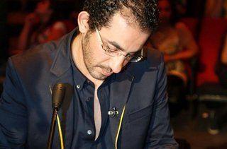 حلمي يطالب الجمهور بالتركيز قبل التصويت لمتسابقي Arabs Got Talent