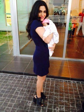 "مايا نصرى تنشر أول صورة لها مع طفلتها "" ميكاييلا """