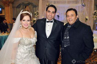 بالصور: محمد فؤاد وعصام كاريكا في زفاف اﻹعلامي خالد لطيف