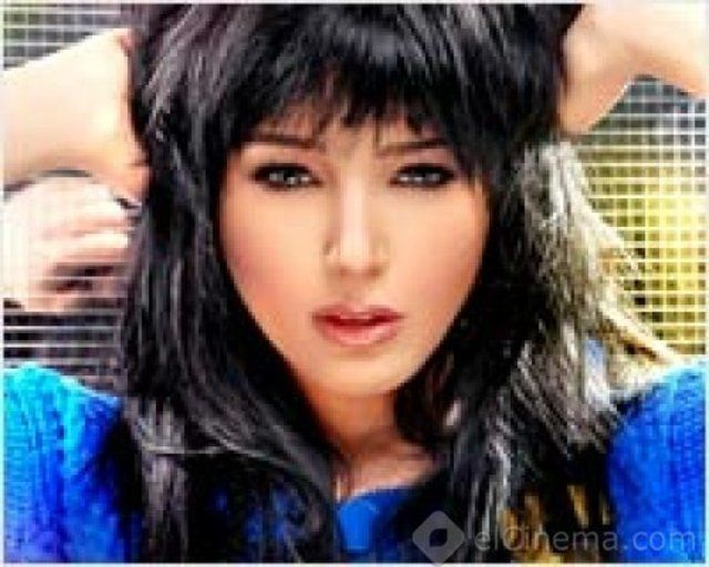 Egyptian singer Sandy uncertain about the date of her album release